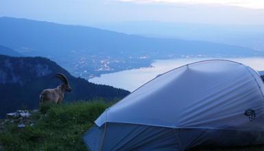 Les bonnes pratiques pour un bivouac respectueux au bord du Lac d'Annecy